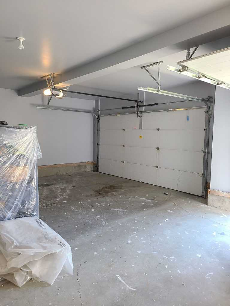 Painted garaga